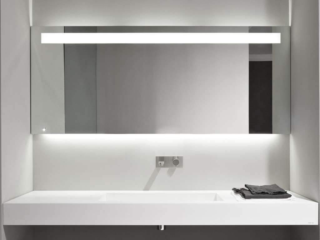 grand miroir salle bain. Black Bedroom Furniture Sets. Home Design Ideas