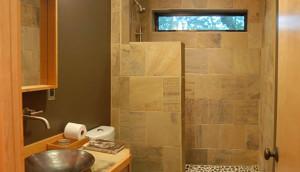 petite salle de bain fonctionnelle