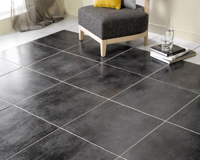 Bien choisir le carrelage de son salon for Carrelage noir brillant sol