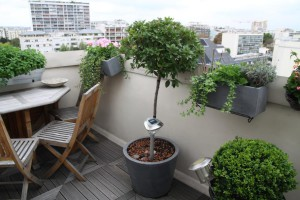 transformer un balcon d 39 appartement en terrasse cosy. Black Bedroom Furniture Sets. Home Design Ideas