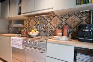 cr dence ou carrelage pour sa d co de cuisine. Black Bedroom Furniture Sets. Home Design Ideas